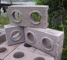 Tvárnice pro suché zdění se zámky